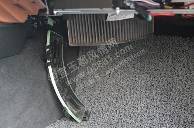 宜玉都风情网 宝马新3系空调滤芯怎么更换F30 F35宝马新3系或者宝高清图片