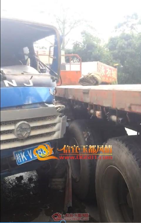 信宜西江温泉路段发生两车碰撞事故