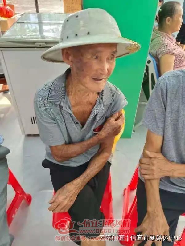 信宜:百岁老人接种新冠疫苗,创下全市最高年龄纪录!